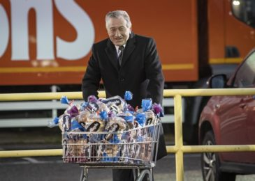 Robert De Niro stars in new Warburtons advert