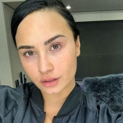 Demi Lovato is celebrating No Makeup Monday and shares makeup-free selfie